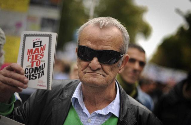 Un 'indignado' durante las concentraciones de la Puerta del Sol. | Pedro Armestre