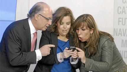 Soraya junto a Alicia Sánchez Camaño y Montoro. | EFE/ Manuel H. de León