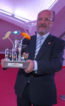 De la Riva con el premio.