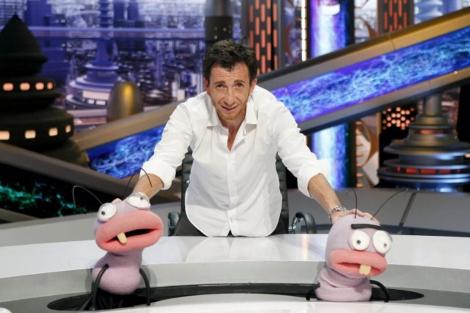 El presentador del programa, Pablo Motos, junto a Trancas y Barrancas. | EL MUNDO