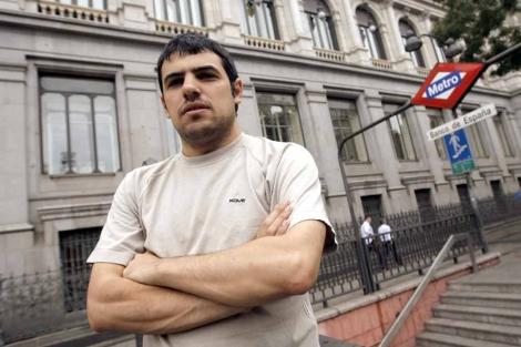 Enric Duran, en la parada de Banco de España, en Madrid. | Alberto Di Lolli