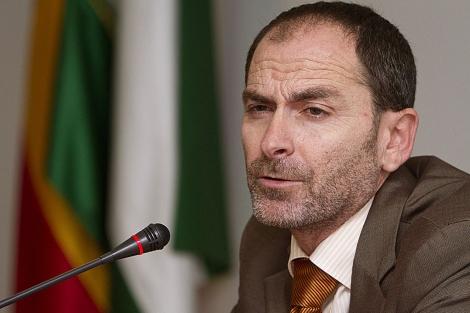 Miguel Ángel Domínguez, en la rueda de prensa ofrecida a primera hora de la mañana. | J. Yáñez