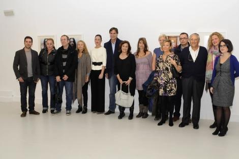 Los alumnos y autores de la muestra junto a la profesora, Gloria Rodríguez. | N. Alcalá