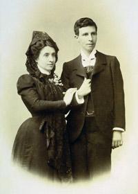 Marcela y Elisa en su boda en 1901.