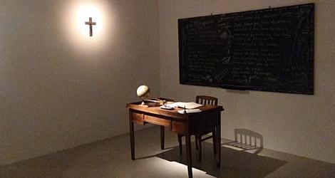 La exposición recrea el ambiente de la época de las dos mujeres.