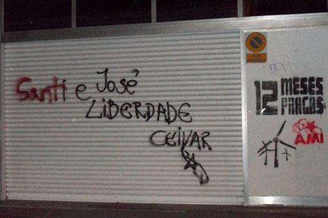 Pintadas independentistas aparecidas en el casco histórico de Pontevedra.   N.P.