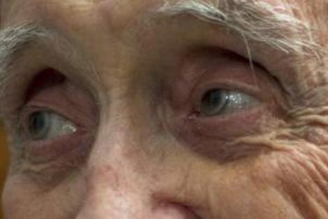 La mirada de un viejo profesor al fin reconocido con el Premio Nacional. | Efe