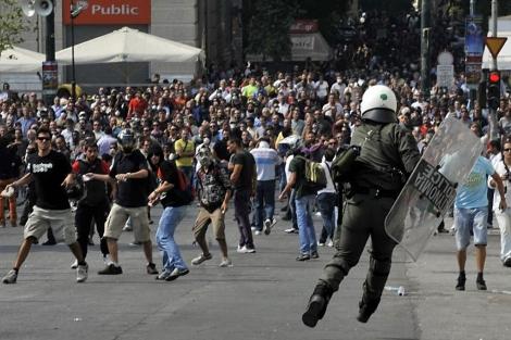 Enfrentamientos durante la huelga general del pasado mes de octubre.  Efe