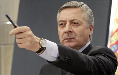 José Blanco, durante la rueda de prensa posterior al Consejo de Ministros. | Efe