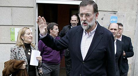 Rajoy abandona la sede provincial del PP. | R. G.