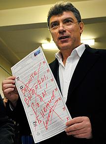 Un opositor denuncia el fraude.