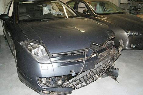 El accidente dañó la parte delantera del coche oficial de Feijóo. | PPdeG