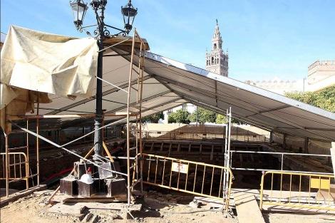 Una carpa protege desde hace un tiempo el yacimiento del Patio de Banderas. | E. Lobato