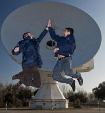 Romain Charles (i) y Diego Urbina (d) en la sede de la ESA de Madrid. | G. Arroyo