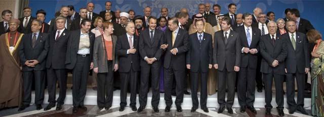 Foto de familia de los mandatarios que participaron en del II Foro de la Alianza. | EFE