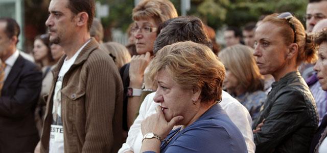 Familiares de las víctimas del accidente en la inauguración de la Plaza del Recuerdo. | Efe