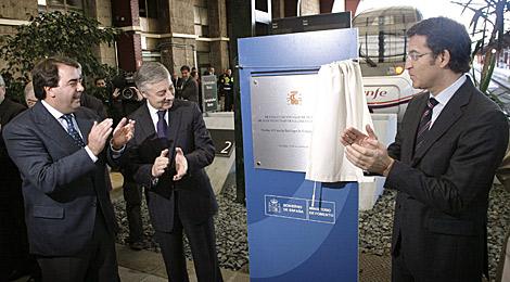 Negreira, Blanco y Feijóo, el pasado sábado en la inauguración de la línea. | Efe