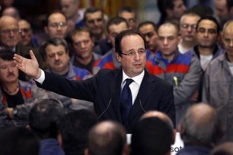 El socialista francés Hollande habla ante un grupo de trabajadores en Le Creusot. | Ap