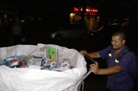 Daniel Corazza, cartonero. Sobrevive de lo que encuentra en la basura.   Ana Belluscio