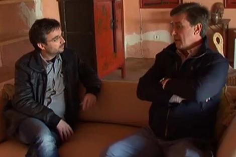 Jordi Évole y Cayetano Martínez de Irujo, en un momento de la entrevista.   La Sexta
