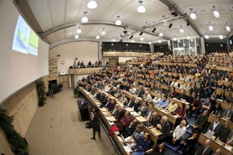 Salón de actos del CERN abarrotado durante la presentación. | CERN