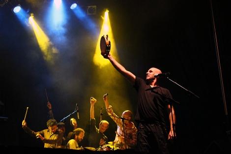 El grupo durante una actuación. | Marina Neira