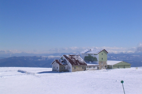 La estación gallega necesita nieve para que lleguen los ingresos. | Manzaneda
