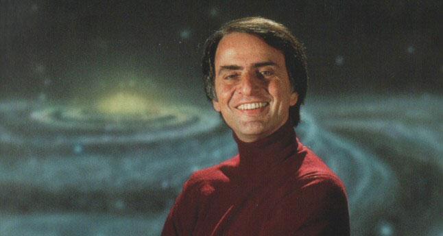 Carl Sagan (1934-1996), en una fotografía publicada en su libro 'Miles de millones'.