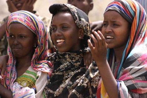 Un grupo de niñas somalíes.   Reuters
