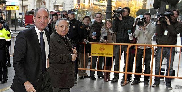 Francisco Camps entra en el TSJ junto al concejal de Seguridad Miquel Domínguez | M. Bruque