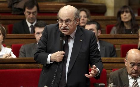 El conseller de Economía, Andreu Mas-Colell, durante la sesión de control.   A. Moreno