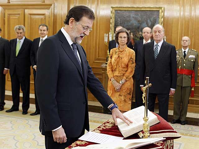 Mariano Rajoy jura su cargo ante los Reyes. | Ángel Díaz | Efe