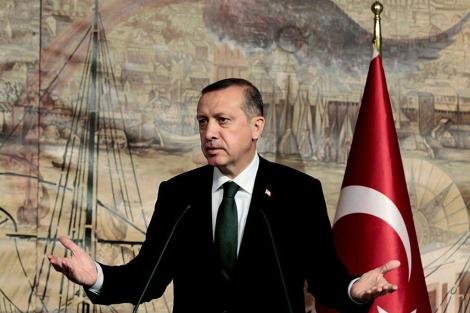 El primer ministro turco, Erdogan, en una rueda de prensa en Estambul.   Ap