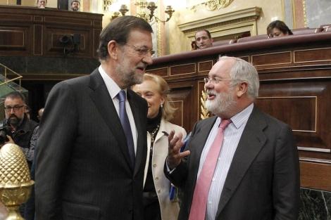 Mariano Rajoy y Miguel Arias Cañete. | Efe