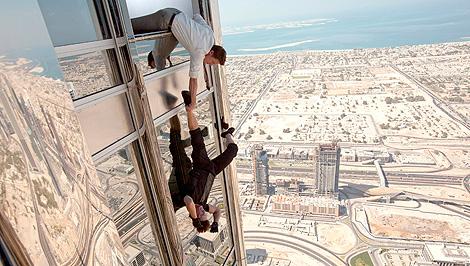 Tom Cruise, en una escena de Misión Imposible 4 rodada en Dubai. | Paramount