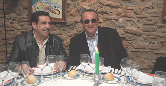 Imagen de archivo de Carlos Fabra y Francisco Martínez, quien le vendió lotería que resultó premiada. | E. Torres
