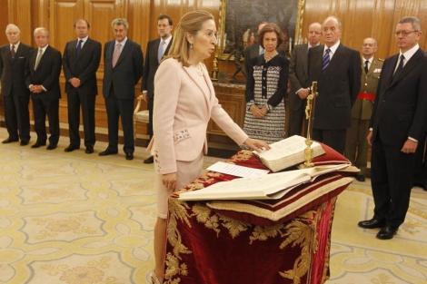 Ana Pastor jurando su nuevo cargo de ministra de Fomento. | José Aymá