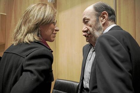 Chacón y Rubalcaba, en una reunión del Grupo Parlamentario Socialista. | A. di Lolli