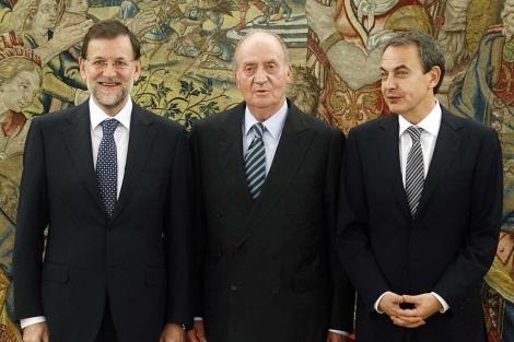 Zapatero, en la toma de posesión de Rajoy ante el Rey.   Reuters