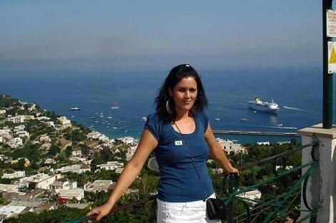 La joven Inmaculada Sánchez, posando para una foto durante unas vacaciones.   E.M.