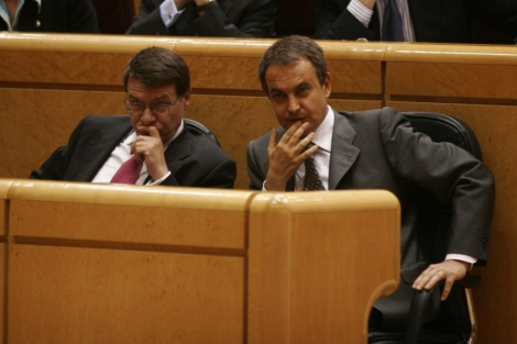 Sevilla y Zapatero, en el Senado. | Javi Martínez
