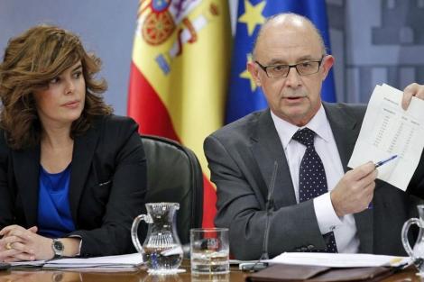 Sáenz de Santamaría y Montoro en la rueda de prensa posterior al Consejo de Ministros. | Efe