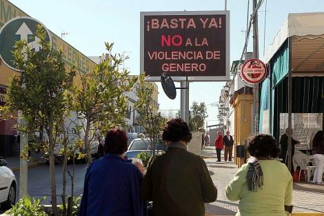 Panel contra la violencia de género tras el último asesinato en Marchena (Sevilla).   Jesús Morón