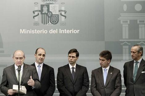 Jorge Fernández Díaz, con parte de su equipo en Interior. | A. Di Lolli.
