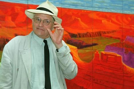 Hockney, ante uno de sus cuadros, en 2009. | Ap.