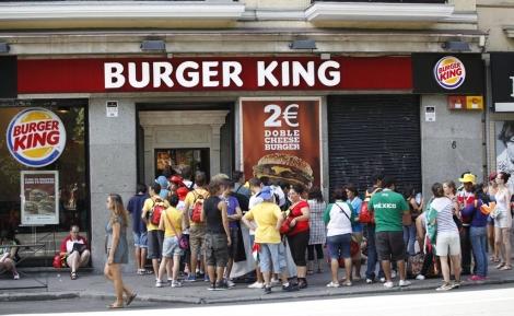Cola en un restaurante Burger King en Madrid | Sergio Enriquez