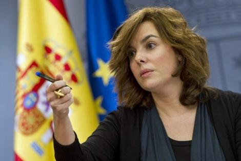 Sáenz de Santamaría en la rueda de prensa tras el Consejo de Ministros.   G. Arrroyo