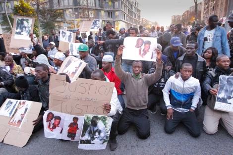 Concentración en el barrio para reclamar justicia. | Jordi Soteras