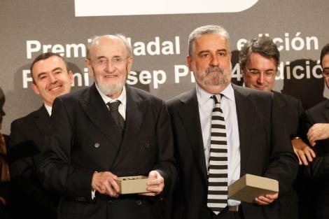 Álvaro Pombo y Rafael Nadal, tras recibir el Nadal y el Pla, respectivamente. | Quique García