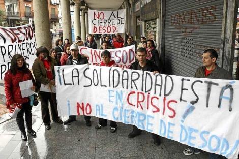Manifestación en Valladolid contra el cierre de la Asociación de Ayuda al Inmigrante Desarrollo y Solidaridad. | J.M. Lostau